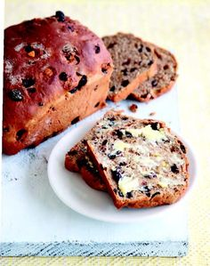 Barmbrack (Báirín breac) from Rachel's Irish Family Food: 120 Classic Recipes from My Home to Yours Irish Recipes, Sweet Recipes, Barmbrack Recipe, Eat Your Books, Mackerel Recipes, English Food, Seasonal Food, Sweet Bread, Cooking Time