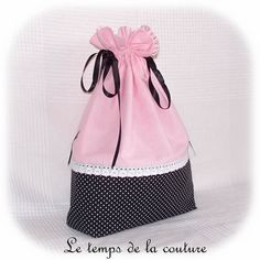 """SAC POCHON LINGERIE - Tons de rose, blanc et noir motif """"parisienne""""- avec appliqués """"coeurs"""" - FAIT MAIN."""