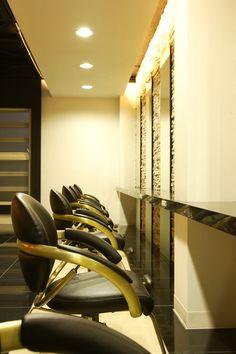 Beauty salon interior design ideas   + hair + space + decor + designs + Tokyo + Japan   Follow us on https://www.facebook.com/TracksGroup <<<【YUME・YUI セットエリア】照明のあり方でラグジュアリーなプライベート空間を演出。 美容室 内装