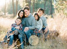 Family of five outdoors. Family Portrait Poses, Family Picture Poses, Family Photo Sessions, Family Posing, Outdoor Family Photos, Fall Family Pictures, Family Pics, Family Of 6, Cute Family