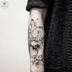 🌸#blacktattoomag #blacktattooart #blxckink #poppies #flowers #blackworkers #blackworkerssubmission #onlyblackart #equilattera #instainspiredtattoos #blxckink #taot #tattooistartmag #skinartmagazine #iblackwork #inkstinctsubmission #skinartmagazine #tattooistartmag #tatto2me