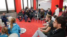 Besucher beim Sofa Talk DING3000