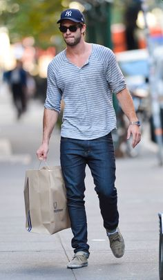 Liam Hemsworth Liam Hemsworth, Hemsworth Brothers, Gq, Great Clothes For Men, Rafa Nadal, Famous Men, Men Casual, Casual Menswear, Mens Fitness
