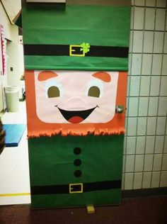 Saint Patricks day door for classroom. Super easy!!
