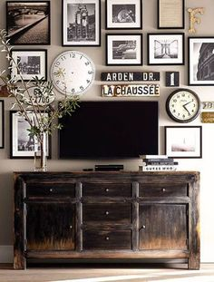 Create photos on canvas and photos on wood wall gallery collages. Mix it up; clocks, street signs, typography for stunning wall gallery. My Living Room, Home And Living, Living Room Decor, Dining Room, Small Living, Tv On Wall Ideas Living Room, Decor Room, Room Art, Sweet Home