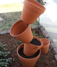 DIY Garden Project: Topsy Turvy Flower Planter - we heart this Garden Yard Ideas, Diy Garden Projects, Garden Pots, Easy Garden, Outdoor Flowers, Outdoor Plants, Container Gardening, Gardening Tips, Stacked Flower Pots