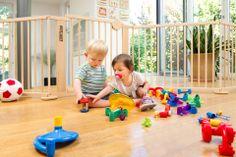 www.felibaby.com Vielfältig einsetzbare #Schutzgitter und #Laufgitter aus hochwertigem #Hartholz machen auch Dein #Zuhause für die Kleinsten sicher!