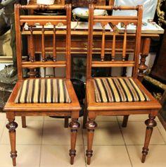 Ein paar Stühle aus Nussbaum, 1-I Hälfte des XX Jahrhunderts