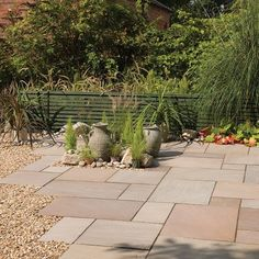 Bradstone, Blended Natural Sandstone Paving Imperial Green Blend Patio Pack - Per Pack - Natural Stone - Paving Small Courtyard Gardens, Rustic Gardens, Small Gardens, Outdoor Gardens, Front Courtyard, Backyard Garden Design, Small Garden Design, Backyard Landscaping, Yard Design