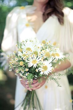 daisy wedding bouquet. This whole wedding is actually really cute.