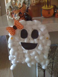 Cotton ball Mrs. ghost with foam bow and earrings. Halloween craft for preschool. Halloween craft, Halloween crafts for kids, preschool, kids craft