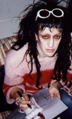 Twiggy's makeup here makes him look sickly, but he's still just as adorable as usual! ❤️