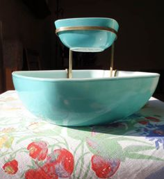 Turquoise Pyrex. chip and dip...60's. I might actually have this set. Time to dig into storage. Woohoo!