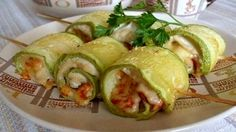 Ингредиенты: Цуккини (кабачок)-2 штуки Филе птицы-300 грамм Перец красный болгарский-0,5 штуки Сыр тертый-80 грамм Листик …