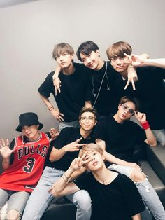 Namjoon with his man, Hobi with his bitches, and Jimin clearly in an argument with Yoongi Bts Jungkook, Taehyung, Namjoon, Bts Lockscreen, Wallpaper Tumblr Lockscreen, Foto Bts, Bts Group Picture, Bts Group Photos, Rapper