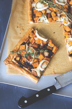 Rezept für Süßkartoffel-Tarte mit geschmorten Zwiebeln und Ziegenkäse   moeyskitchen.com Healthy Recipes, Delicious Recipes, Healthy Food, Soul Food, Cravings, Main Dishes, Yummy Food, Bread, Baking