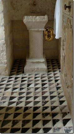 Reclaimed tile, ancient stone for the walls and sink, antique doors and hardware Nice pedestal for the guest powder room. Floor Design, Tile Design, Ceramic Design, Interior Architecture, Interior And Exterior, Floor Rugs, Tile Floor, Shabby Home, Glazed Tiles