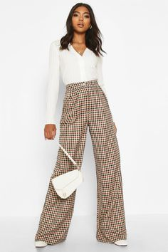 Ladies, we're bringing you all new styles with our pants collection featuring all the must-have cuts, colors, patterns and trends! Checked Trousers Outfit, Trousers Women Outfit, Wide Pants Outfit, Trouser Outfits, Pants For Women, Clothes For Women, Patterned Pants Outfit, Brown Pants Outfit For Work, Plazzo Pants Outfit