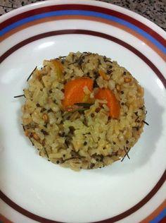 Arroz sete grãos com cenoura, alecrim e tomate. #soudolar