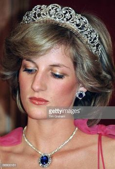 Diana, Princess of Wales, attending a reception at the Crest International Hotel during her official tour of Australia. The Princess is wearing the Spencer diamond tiara with the Saudi Arabia. Get premium, high resolution news photos at Getty Images Royal Tiaras, Royal Jewels, Lady Diana Spencer, Spencer Family, Princesa Diana, Princess Diana Pictures, Prinz William, Diana Fashion, Princess Of Wales