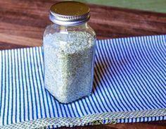 Este é o melhor substituto do sal comum: é barato e você mesmo(a) faz em casa!