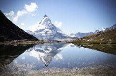 Matterhorn spiegelt sich im Riffelsee! Zermatt, Highlights, Wanderlust, Mountains, Nature, Travel, Naturaleza, Trips, Luminizer