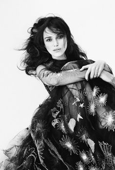 Keira Knightley by Patrick Demarchelier - Page - Interview ! This is another photo from the Interview Magazine photoshoot, of Keira Knightley.just gorgeous. Patrick Demarchelier, Estilo Keira Knightley, Keira Christina Knightley, Elizabeth Bennet, Tim Walker, Beckham, Jean Paul Goude, Pride And Prejudice, Beauty