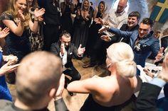 Fantastiska Albert & Isabella från deras magiska #bröllopsfest på anrika #skansenlejonet i #göteborg. #bröllop #bröllopsfotograf #wedding #bröllop2018 #septemberhimmel