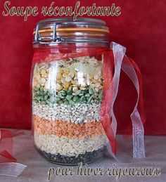 Christmas Gifts DIY - mix for soup Mason Jar Meals, Meals In A Jar, Mason Jar Crafts, Pot Mason, Christmas Food Gifts, Homemade Christmas, Christmas Diy, Soup In A Jar, Diy Cadeau Noel