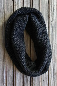 This collection of easy knitting patterns are perfect for beginner knitters. Like this Garter Stitch Cowl. Get the free knitting pattern today. Easy Knitting, Loom Knitting, Knitting Stitches, Knitting Patterns Free, Crochet Patterns, Scarf Patterns, Knitting Machine, Knitted Cowl Patterns, Finger Knitting