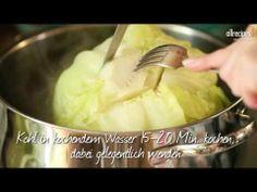 Polnische Kohlrouladen mit Sauce auf Video. Krautwickel sind Klassiker der polnischen und russischen Küche und auch hierzulanden sehr beliebt. Man kann sie mit Kohl oder Wirsing machen. Das Rezept zum Video gibts auf Allrecipes Deutschland http://de.allrecipes.com/rezept/15538/kohlrouladen-mit-so-e.aspx