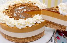 Posts in the Sin Horno Category at Los Mejores Postres Poke Cakes, Lava Cakes, Drip Cakes, Fudge Cake, Brownie Cake, Delicious Deserts, Yummy Food, Gingerbread Cake, Crazy Cakes