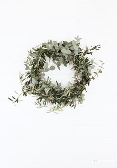 DIY Eucalyptus Olive & Floral Wreath | love the simplicity #christmas #wreath #eucalyptus