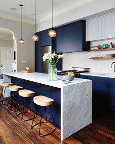 """35 Likes, 2 Comments - c a s a a r q u i t e c t o s (@casaarquitectos) on Instagram: """"Inspiração do dia: cozinha contemporânea. A utilização da cor azul marinho foi muito bem elaborada…"""""""
