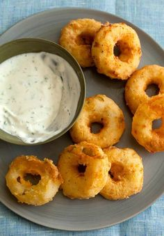 Potato Rings with Homemade Buttermilk Ranch Dip. More interested in the homemade buttermilk ranch :) Think Food, I Love Food, Good Food, Yummy Food, Awesome Food, Molho Ranch, Homemade Buttermilk, Buttermilk Ranch, Buttermilk Dressing