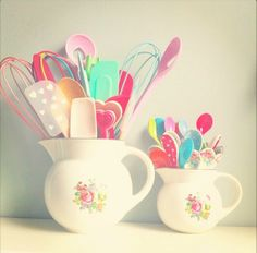 Girly kitchen utensils from Coco Rose Diaries They tend to inspire a little helper to stay & enjoy the experience. This will be in my kitchen! Cute Kitchen, Vintage Kitchen, Kitchen Decor, Kitchen Storage, Happy Kitchen, Pastel Kitchen, Kitchen Colors, Coco Rose Diaries, Cocina Shabby Chic