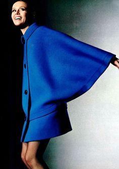 Pierre Cardin fue el primer diseñador de alta costura en presentar una colección de prêt-à-porter en unos grandes almacenes (los Printemps franceses).