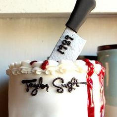 Fans of Taylor Swift, crank the new album and get started on this layer cake dedicated to the 'Blank Space' music video. Get the stencil here.