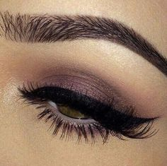Grafika przez We Heart It https://weheartit.com/entry/167593274 #eyebrow #eyeliner #eyeshadow #makeup #onpoint