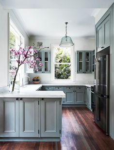 Gorgeous Farmhouse Gray Kitchen Cabinet Design Kitchen Decor Finding the right Farmhouse Kitchen Cabinet For Sale can be a little difficult if you don't know what to look for. The cabinets that are in question f. Farmhouse Kitchen Cabinets, Modern Farmhouse Kitchens, Kitchen Cabinet Design, Diy Kitchen, Kitchen Decor, Kitchen Countertops, Kitchen Interior, Soapstone Kitchen, Kitchen Modern