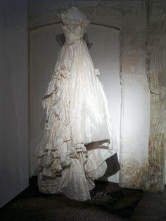 Musée Réattu - Arles - Revoir Réattu - Christian Lacroix, Toile de robe couture longue, 2009. Coll. musée Réattu. Dépôt XCLX 2009