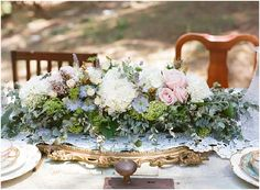 Wedding flowers | Image by Raquel Leal | Read more http://www.frenchweddingstyle.com/vintage-chic-french-wedding-inspiration/
