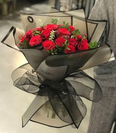 Things to Know about Deals on Valentine's Day Flowers Online Boquette Flowers, How To Wrap Flowers, Beautiful Bouquet Of Flowers, Luxury Flowers, Beautiful Flower Arrangements, Pretty Flowers, Doodle Flowers, Beautiful Roses, Flower Box Gift