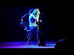Kelly Clarkson LIVE - Tonight I Wanna Cry.MOV