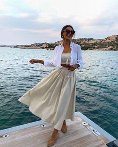 Tão feliz que nossa nova coleção #BossaNossaLetih aterrisa na próxima semana no e-shop 🕊✨ Enquanto isso vem aproveitar porque a partir de… Elegant Outfit, Classy Dress, Classy Outfits, Pink Blazer Outfits, Look Office, Boating Outfit, Classy Women, Rock, Summer Looks