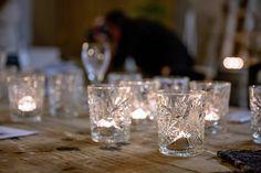 Valokuvausta kynttilöiden keskellä ja arvonnan voittaja