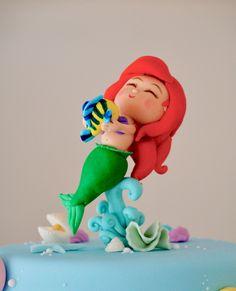 Detalles que enamoran ✨ Baby Ariel & Ursula ✨  #delicatessepostres #birthdayday #birthdaycake #dessert #postres #party #panama #bakery #fiestaspanama #cumpleaños #cake #bolos #pasteles #dulce #cakedesign #design #cakeartistry #instagramcake #littlemermaid #gumpaste #ursula #ariel #lasirenita Little Mermaid Cakes, The Little Mermaid, Instagram Cake, Baby Ariel, Ursula, Gum Paste, Birthday Cake, Disney Princess, Disney Characters