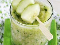 Gurken-Apfel-Bananen-Shake - smarter - Kalorien: 117 Kcal - Zeit: 20 Min. | eatsmarter.de Diesen Green Smoothie hätten wir jetzt gern.