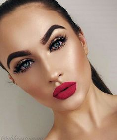@abbeystojmua #gorgeous #red #lips #highlight #blue #eyes