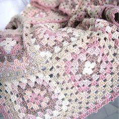 Cómo hacer una manta o colcha de granny sqares DIY de crochet o granchillo - Creativa Atelier